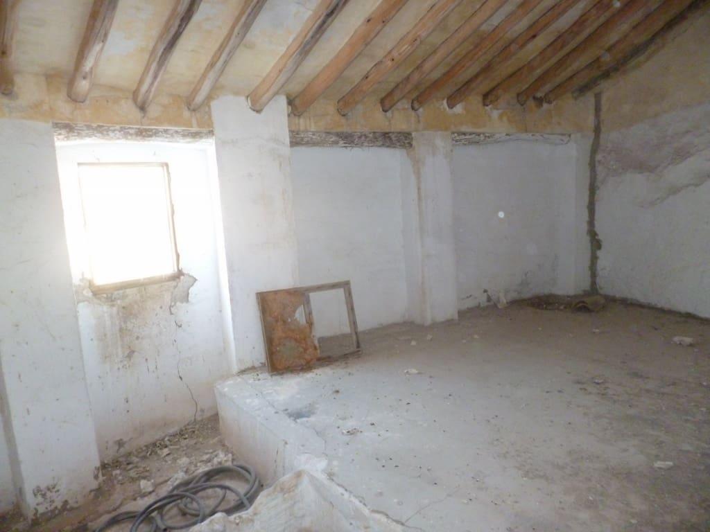 Ruine à vendre à Pruna - 38 000 € (Ref: 5130536)