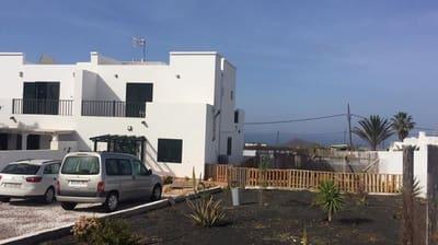 3 bedroom Semi-detached Villa for sale in Tinajo with pool - € 260,000 (Ref: 5209167)