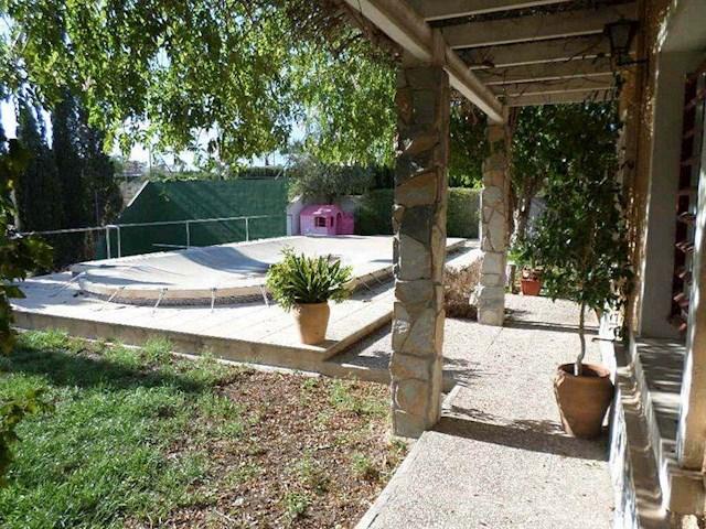 4 sovrum Finca/Hus på landet till salu i El Altet med pool garage - 218 000 € (Ref: 3304938)