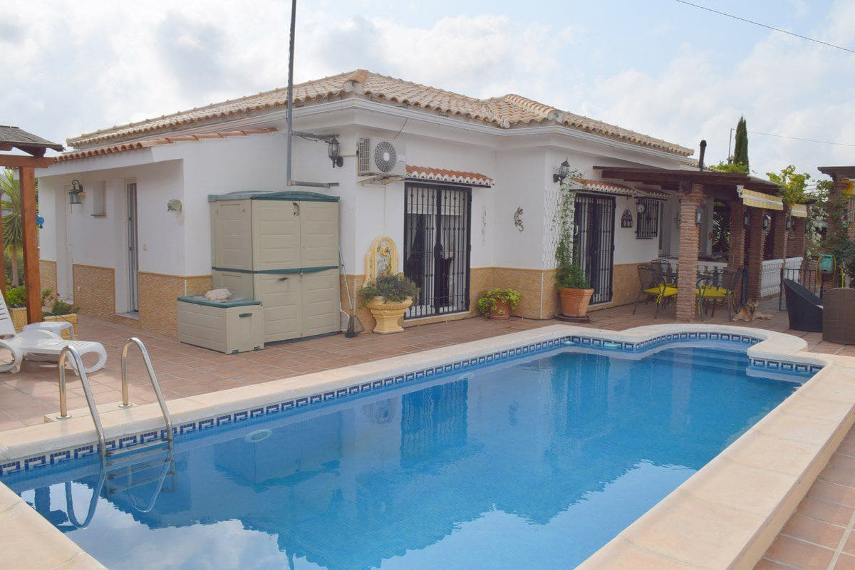 3 bedroom Finca/Country House for sale in Canillas de Aceituno - € 295,000 (Ref: 5185684)