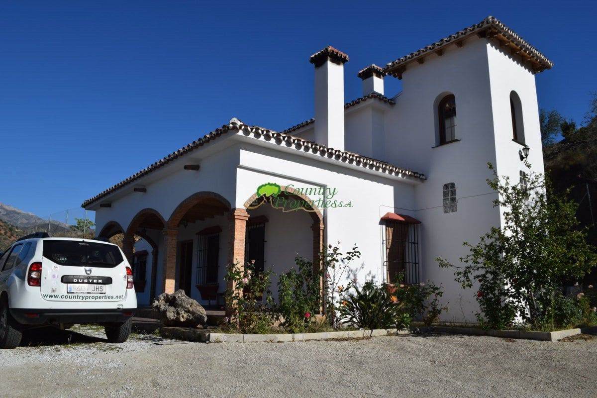 3 bedroom Finca/Country House for sale in Canillas de Aceituno - € 220,000 (Ref: 5185804)