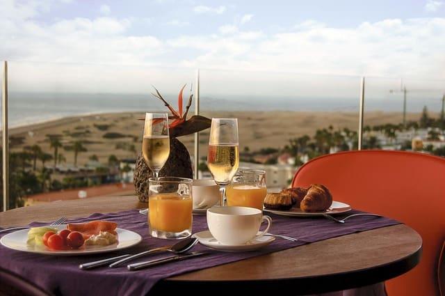 80 soverom Hotell til salgs i Playa del Ingles med svømmebasseng - € 11 000 000 (Ref: 5081487)