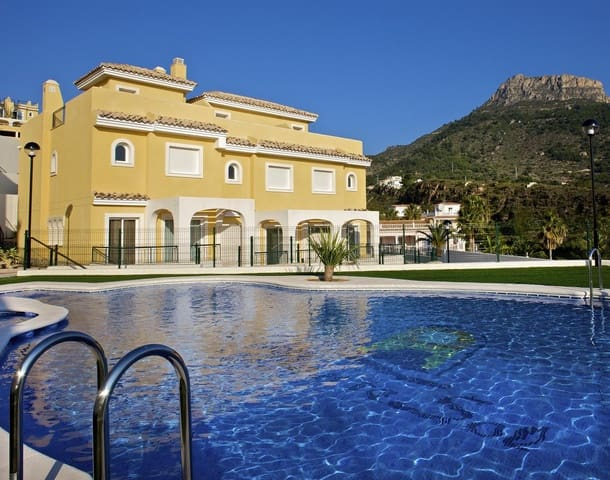 3 bedroom Townhouse for sale in Montesol with pool - € 240,000 (Ref: 5324772)