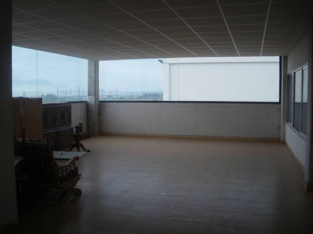 Bedrift til salgs i L'Aldea med garasje - € 170 000 (Ref: 3821295)