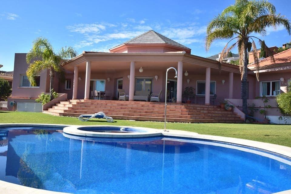 5 bedroom Villa for sale in Benalmadena with pool garage - € 779,000 (Ref: 4305278)