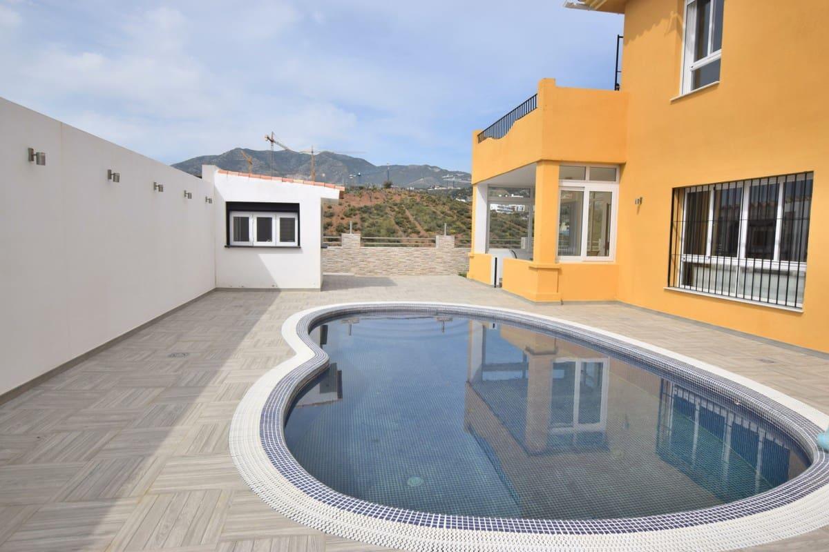 3 bedroom Semi-detached Villa for sale in Benalmadena with pool - € 485,000 (Ref: 5169113)