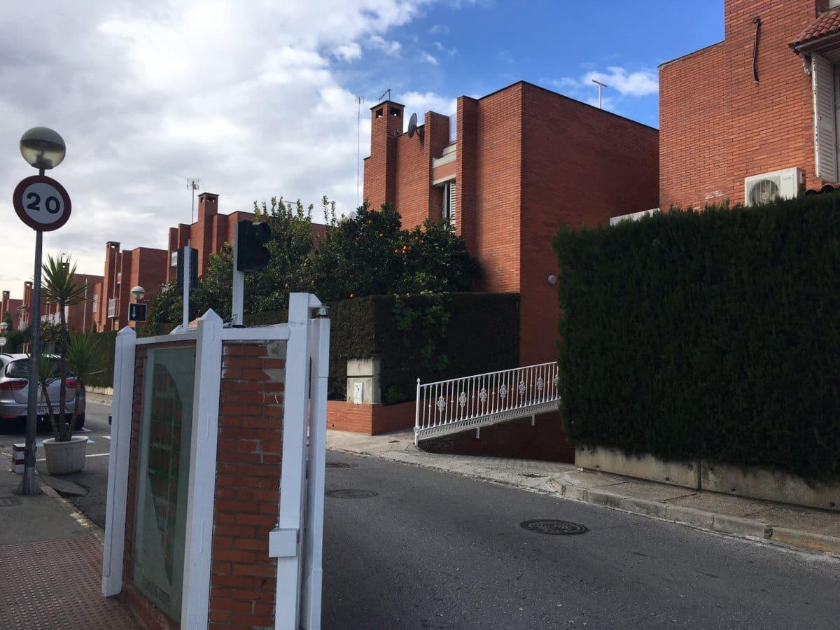 Adosado de 4 habitaciones en Sevilla ciudad en venta con piscina garaje - 279.900 € (Ref: 5642039)