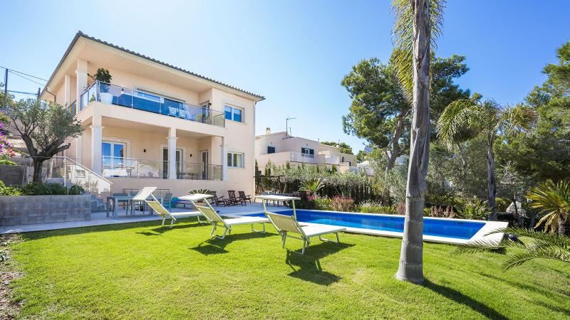 5 bedroom Villa for sale in El Toro / Port Adriano - € 1,275,000 (Ref: 3993052)