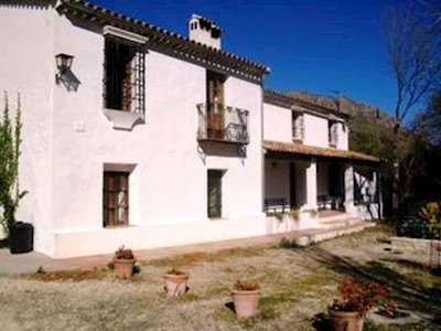 Finca/Casa Rural de 5 habitaciones en Grazalema en venta con piscina - 415.000 € (Ref: 3158072)