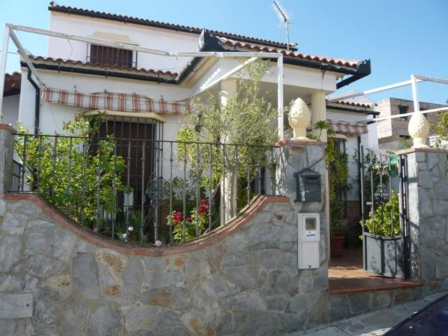 5 soverom Villa til salgs i Montecorto - € 165 000 (Ref: 3685432)