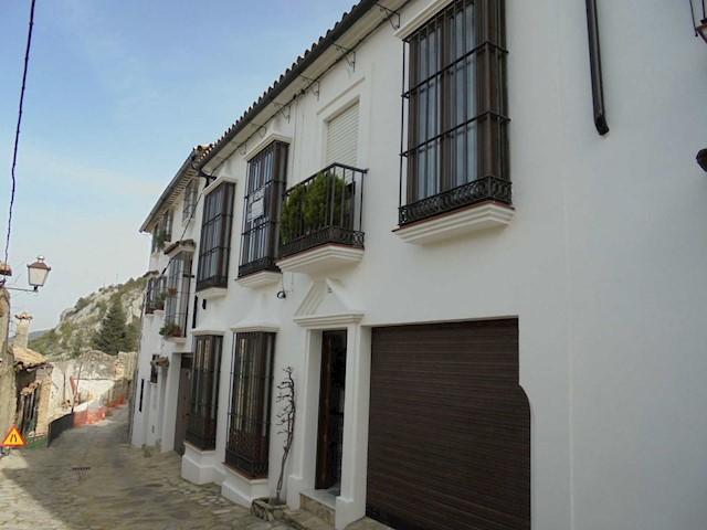 Casa de 4 habitaciones en Grazalema en venta - 265.000 € (Ref: 3936952)