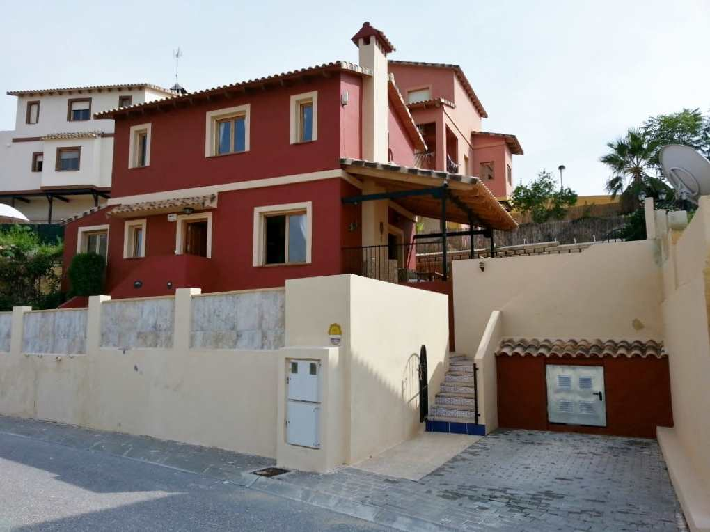 4 bedroom Villa for sale in Relleu with pool - € 127,500 (Ref: 2951402)
