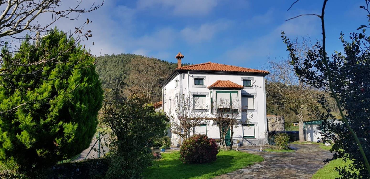 Chalet de 6 habitaciones en Solórzano en venta con garaje - 190.000 € (Ref: 4819863)