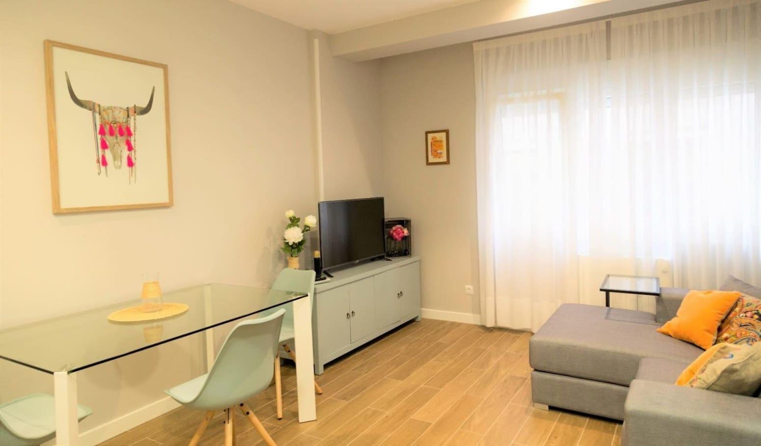 2 slaapkamer Flat te huur in Santander - € 850 (Ref: 4819879)