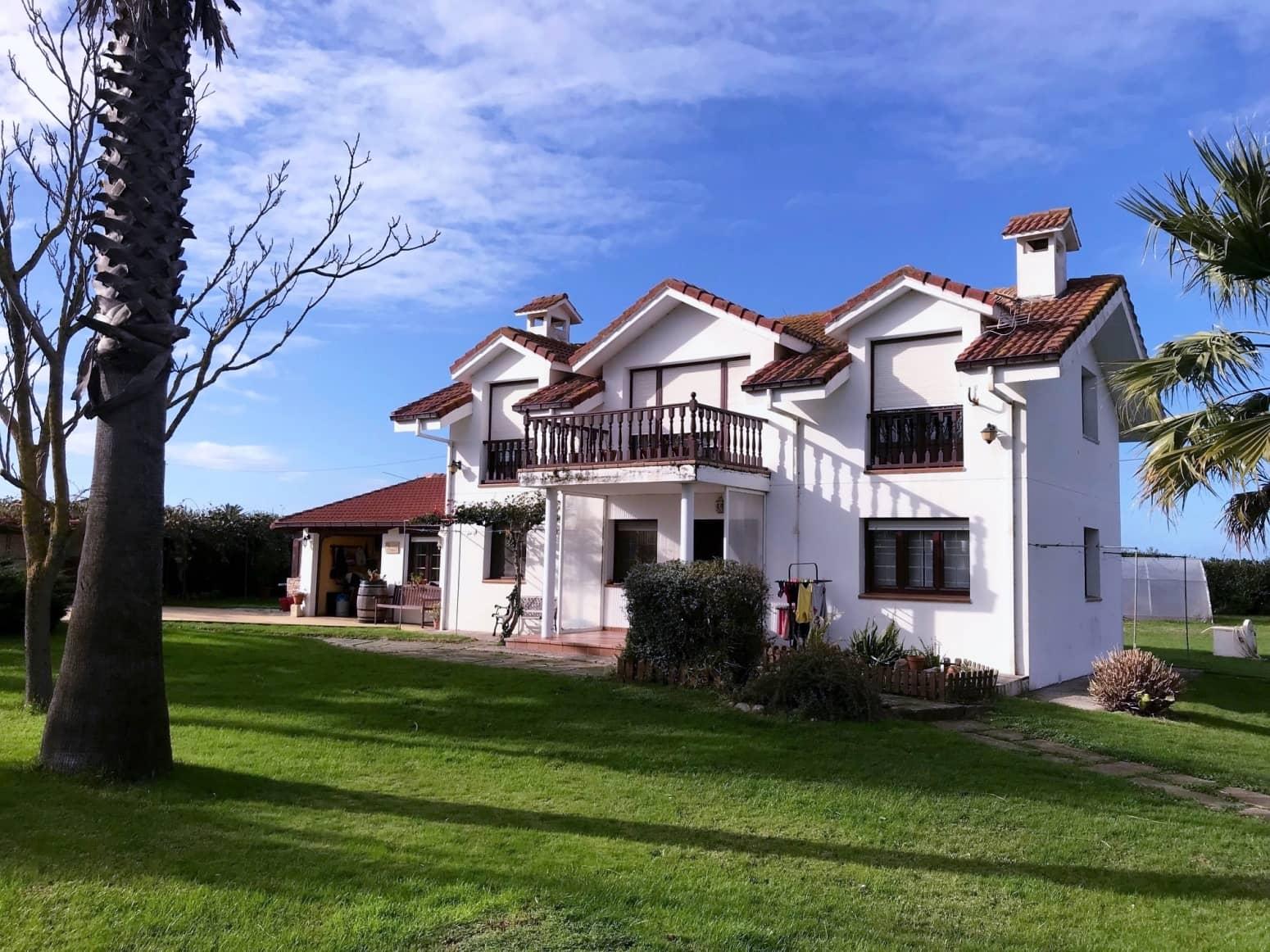 Chalet de 5 habitaciones en Santander en venta con garaje - 475.000 € (Ref: 4852845)
