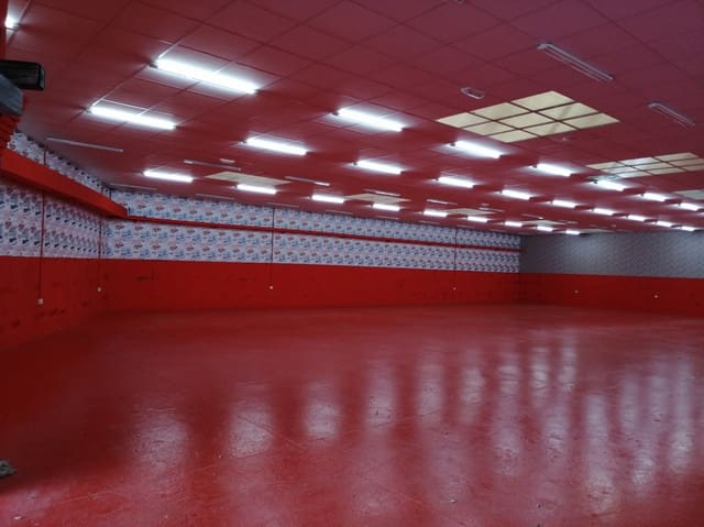 Commercial for rent in Maliano - € 3,000 (Ref: 5128444)