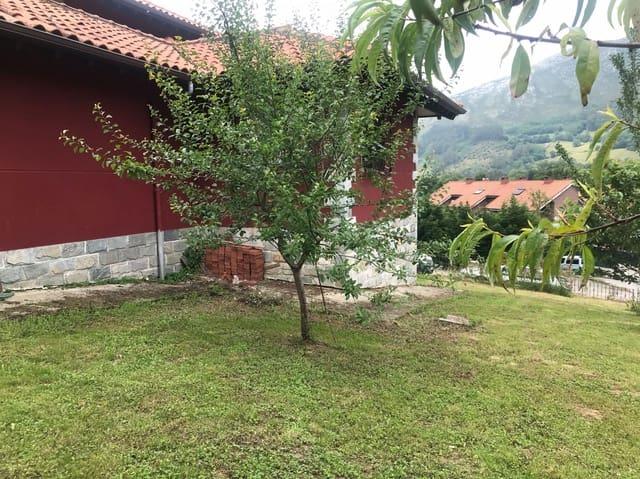 3 bedroom Villa for sale in San Felices de Buelna with garage - € 220,000 (Ref: 6200583)