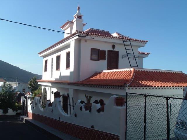 4 bedroom Villa for sale in Icod de los Vinos - € 325,000 (Ref: 4571976)