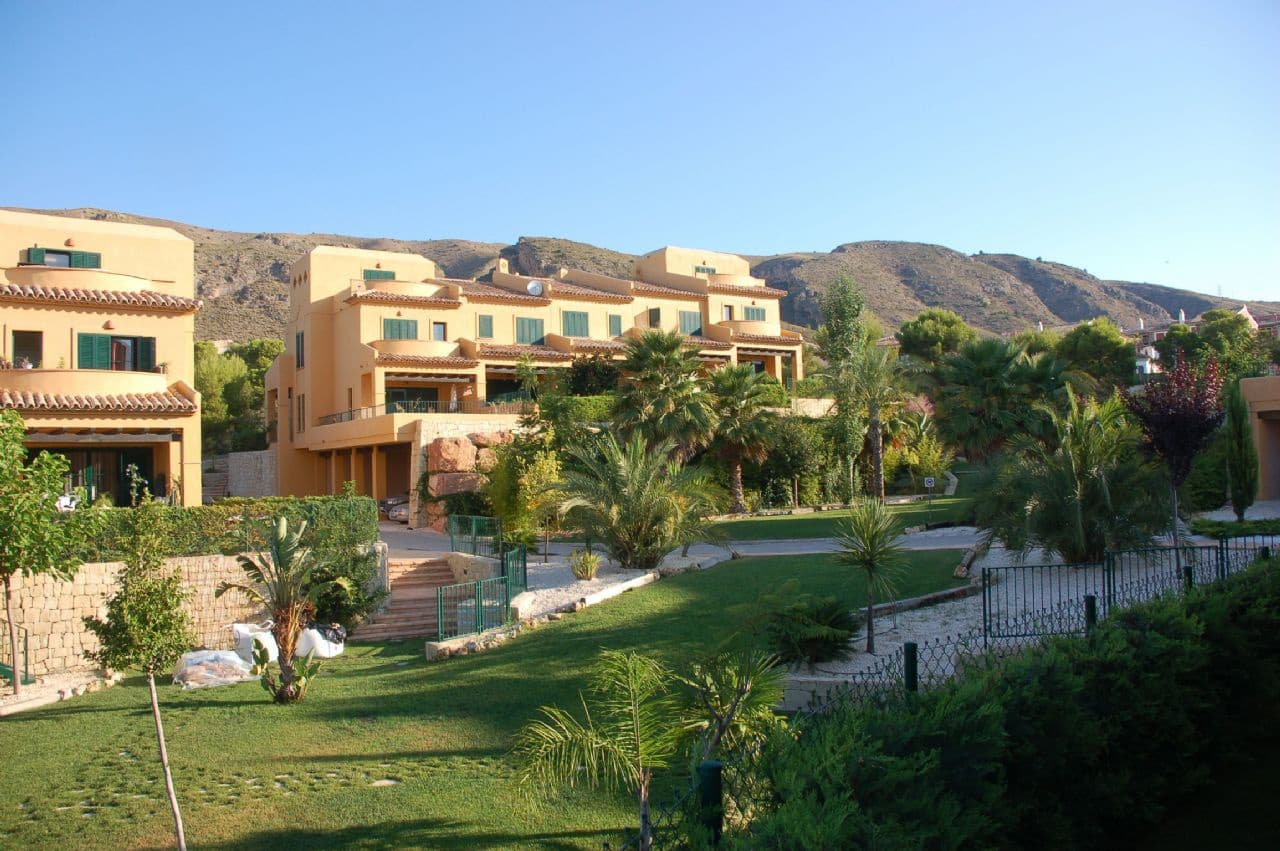 4 bedroom Semi-detached Villa for sale in Finestrat with pool - € 270,000 (Ref: 4358220)