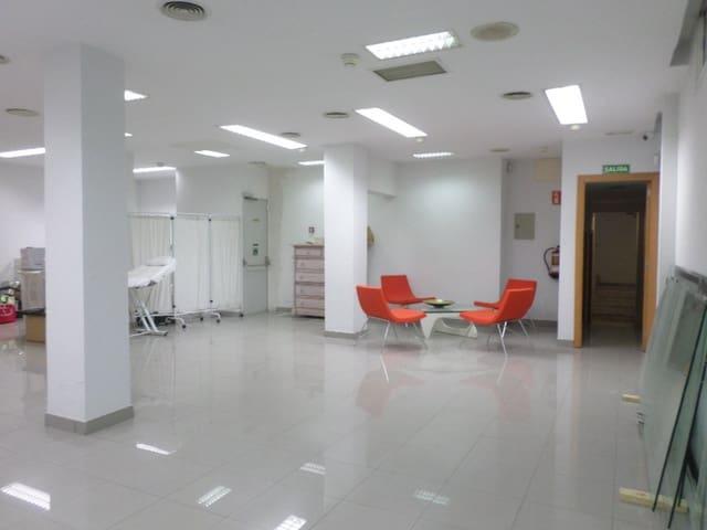 1 slaapkamer Bedrijf te huur in Madrid stad - € 1.500 (Ref: 5076659)