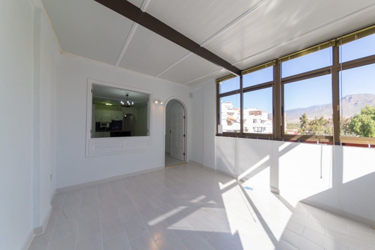 1 bedroom Flat for sale in Los Cristianos with pool - € 137,000 (Ref: 4967381)