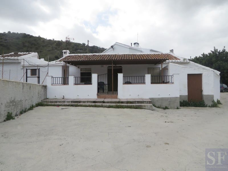 4 bedroom Villa for sale in Canillas de Aceituno with pool - € 89,000 (Ref: 3351997)