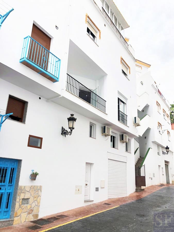2 bedroom Townhouse for sale in Competa with garage - € 108,000 (Ref: 6118720)