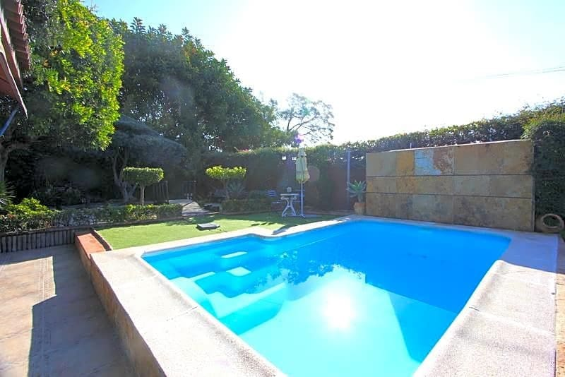 4 bedroom Villa for sale in Torremolinos with pool - € 580,000 (Ref: 2511802)
