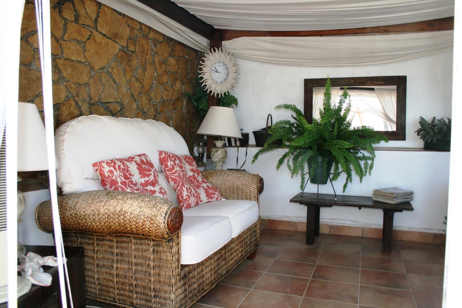 2 bedroom Villa for sale in Cuevas del Campo - € 85,250 (Ref: 5716950)