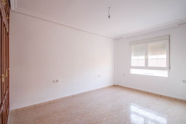 Piso de 3 habitaciones en Maracena en venta - 76.000 € (Ref: 5087601)