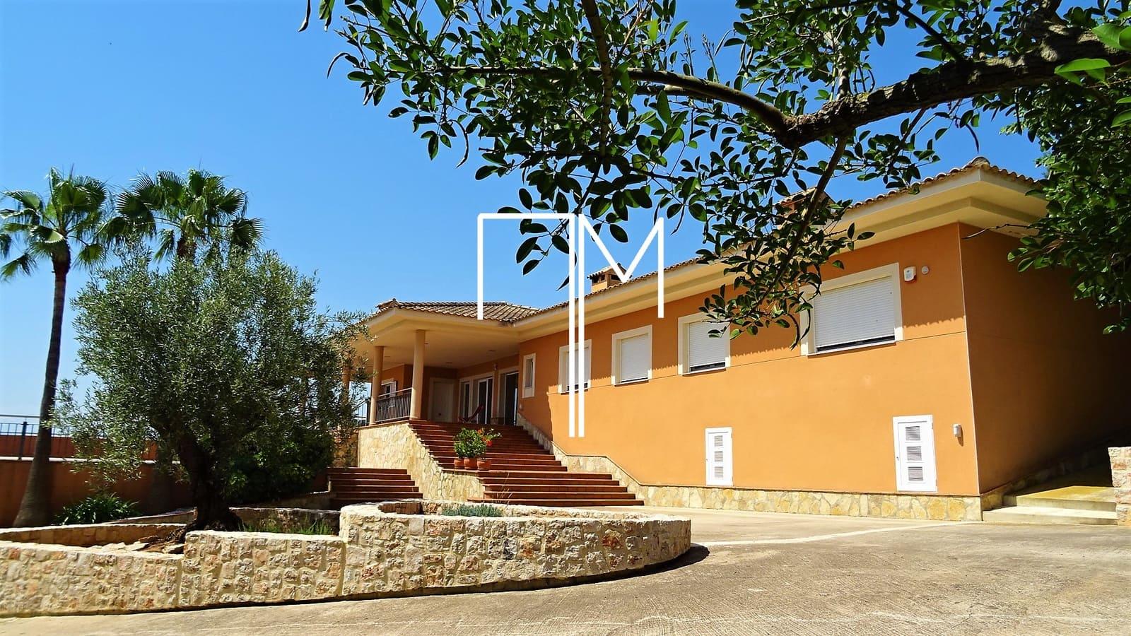 4 bedroom Villa for sale in Alberic - € 435,000 (Ref: 6122167)