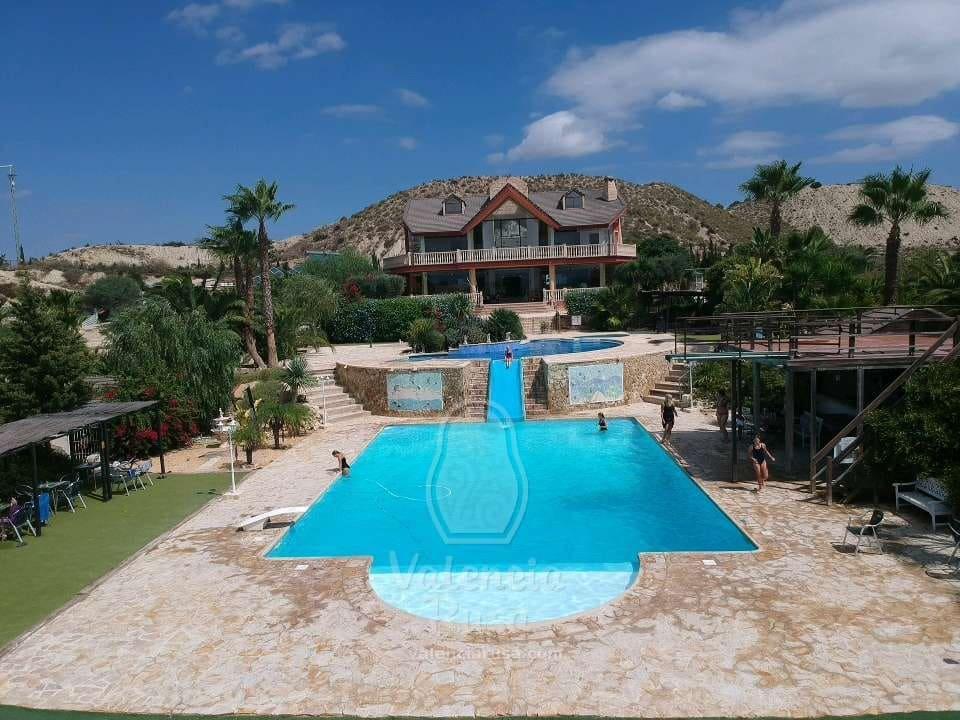 Chalet de 5 habitaciones en Orihuela en venta con piscina garaje - 3.850.000 € (Ref: 4989906)