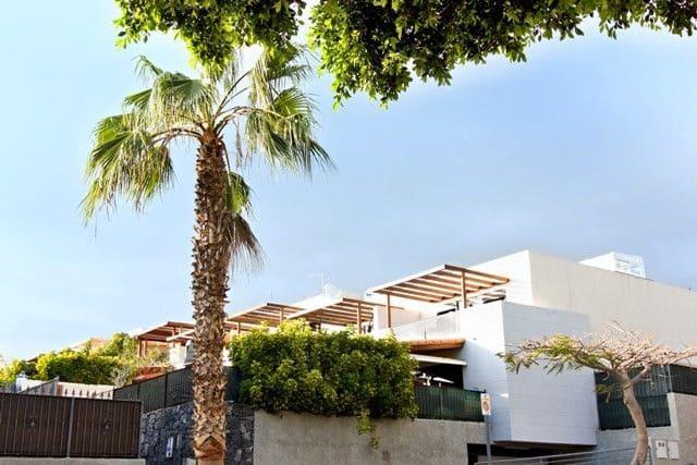 5 chambre Villa/Maison Semi-Mitoyenne à vendre à Adeje avec garage - 465 000 € (Ref: 3692356)