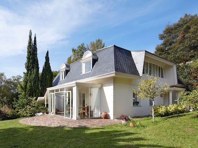 3 soverom Villa til salgs i Hondarribia med svømmebasseng garasje - € 795 000 (Ref: 4645477)