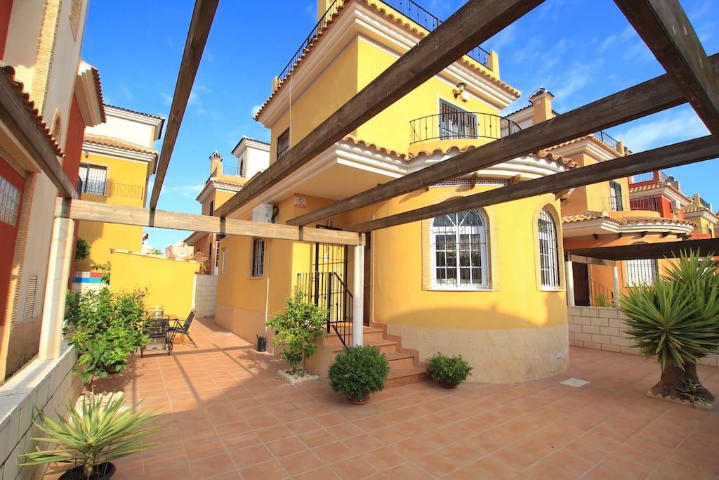 Chalet de 3 habitaciones en Los Montesinos en venta - 139.995 € (Ref: 2315514)