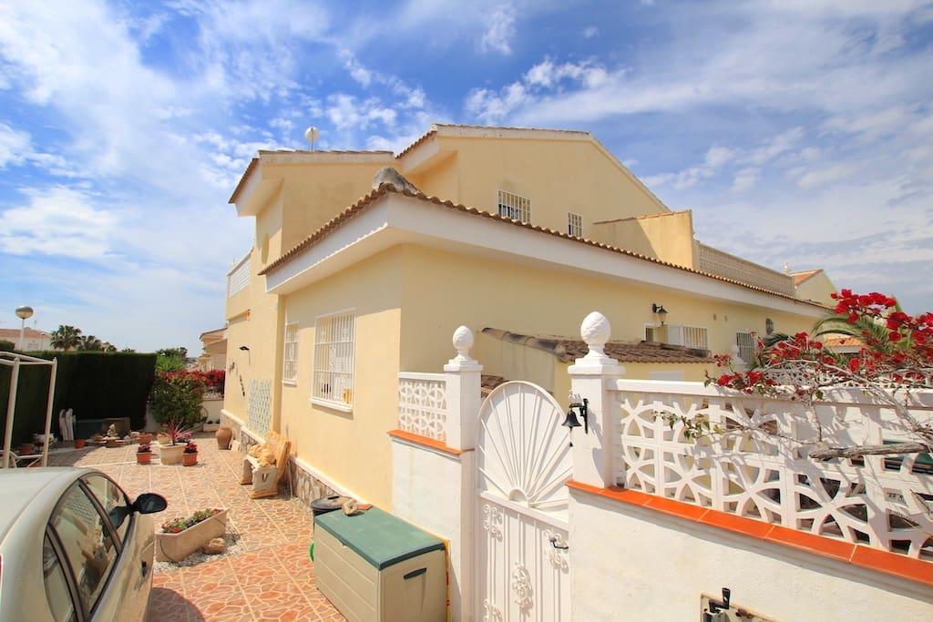 Chalet de 3 habitaciones en Benijófar en venta - 157.500 € (Ref: 2492744)