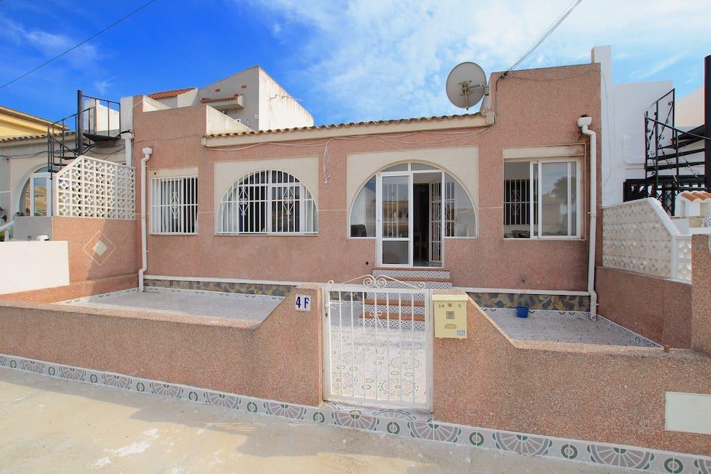 Bungalow de 4 habitaciones en Benijófar en venta - 110.000 € (Ref: 5009079)