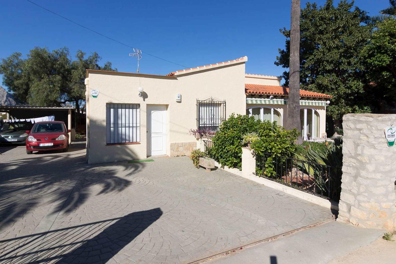 Chalet de 4 habitaciones en Ondara en venta con garaje - 268.000 € (Ref: 3554010)