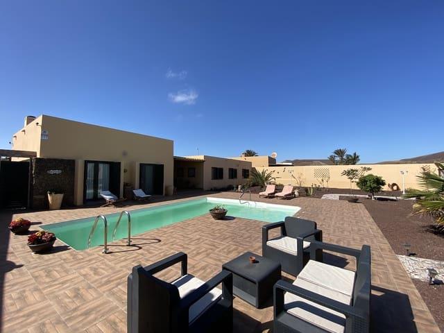 5 soveværelse Villa til salg i Corralejo med swimmingpool garage - € 490.000 (Ref: 5891680)