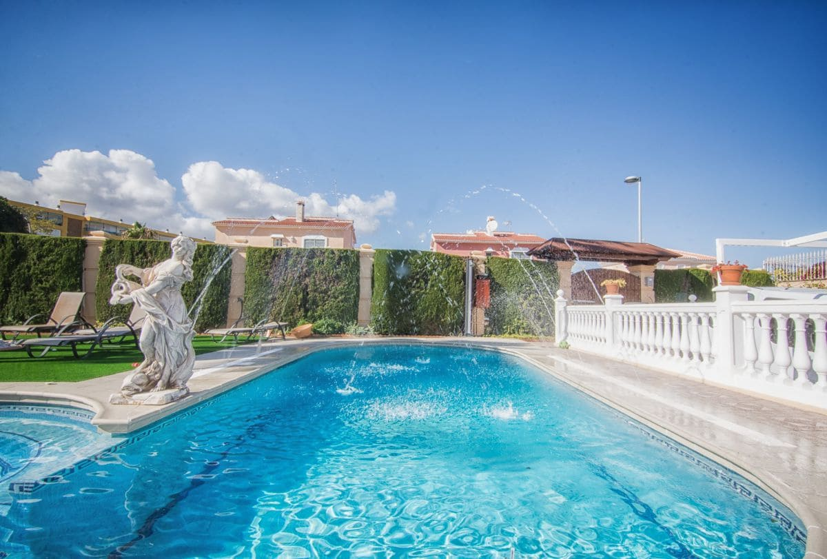 4 bedroom Villa for sale in Torremolinos with garage - € 1,600,000 (Ref: 5173580)