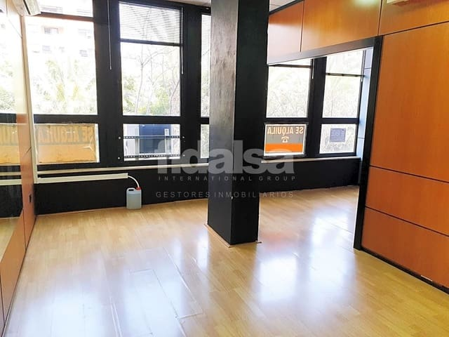 3 bedroom Office for sale in Alicante / Alacant city - € 135,000 (Ref: 5191984)