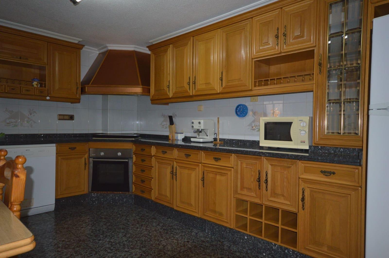 3 slaapkamer Appartement te huur in Elche / Elx - € 470 (Ref: 4886050)