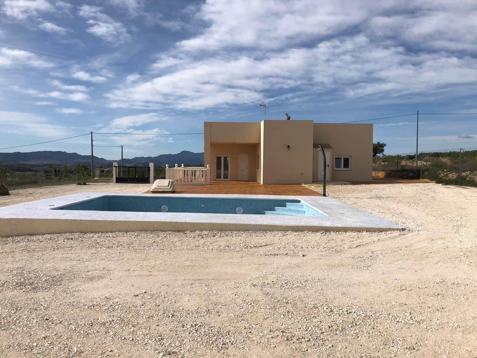 3 soveværelse Villa til leje i Pinoso med swimmingpool - € 800 (Ref: 5017451)
