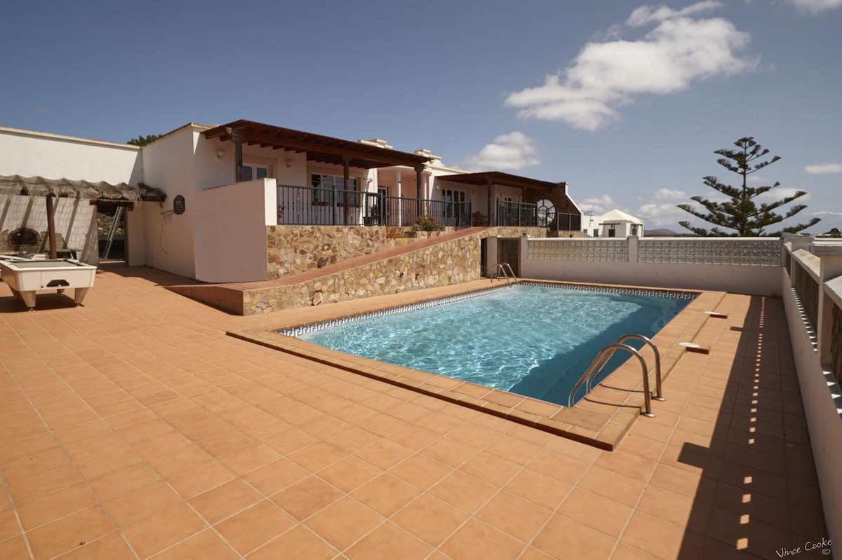 4 bedroom Villa for sale in Guime with pool garage - € 950,000 (Ref: 3760633)