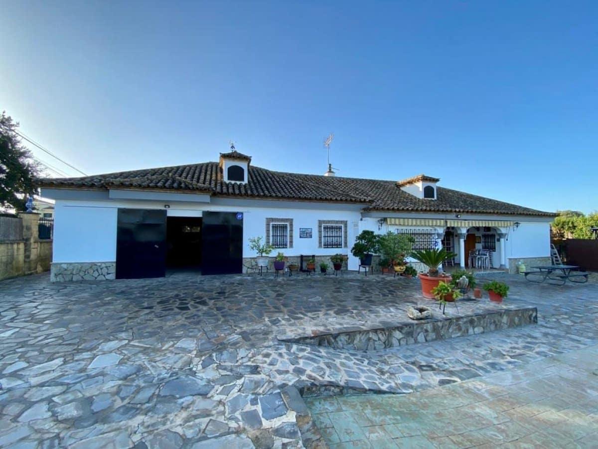 4 bedroom Villa for sale in Arcos de la Frontera with pool garage - € 360,000 (Ref: 6194167)