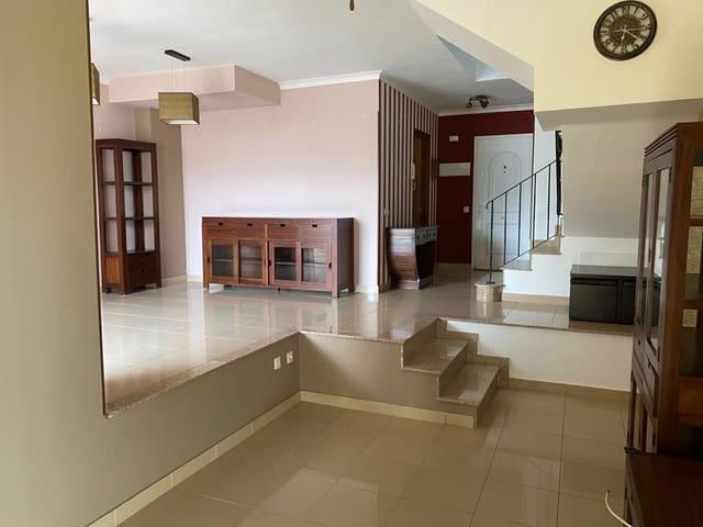 3 makuuhuone Omakotitalo myytävänä paikassa Tetir - 175 000 € (Ref: 6025500)