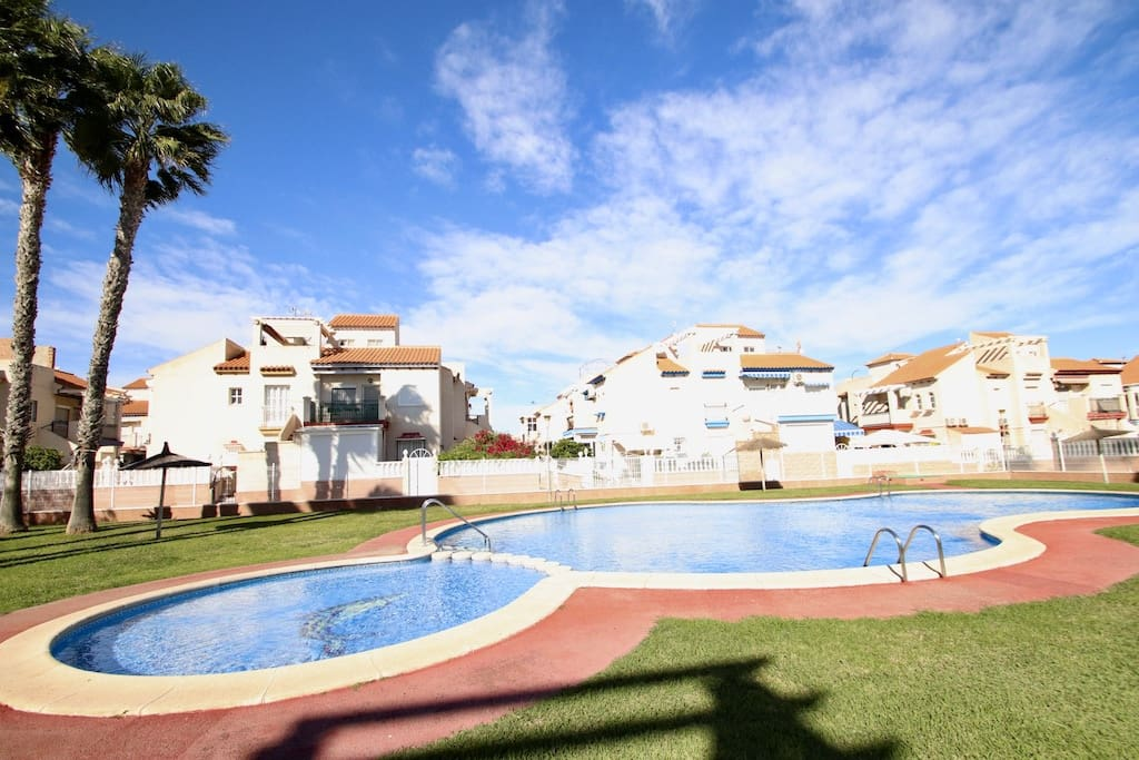 Bungalow de 2 habitaciones en Playa Flamenca en venta con piscina - 97.000 € (Ref: 4875406)