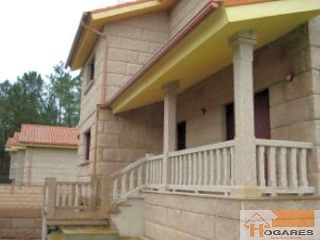 Chalet de 4 habitaciones en O Porriño en venta - 250.000 € (Ref: 3517871)