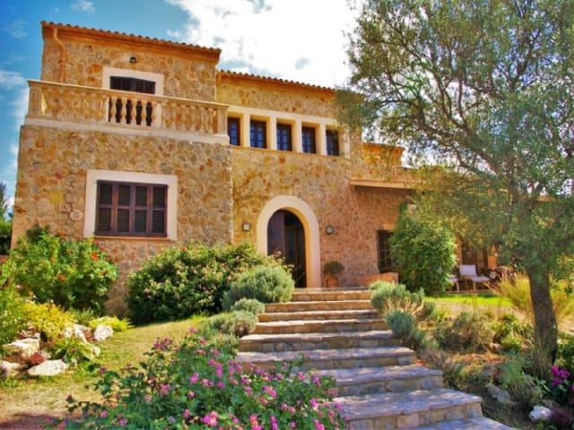 4 soveværelse Finca/Landehus til salg i Sa Cabaneta / La Cabaneta med swimmingpool garage - € 1.750.000 (Ref: 5800957)