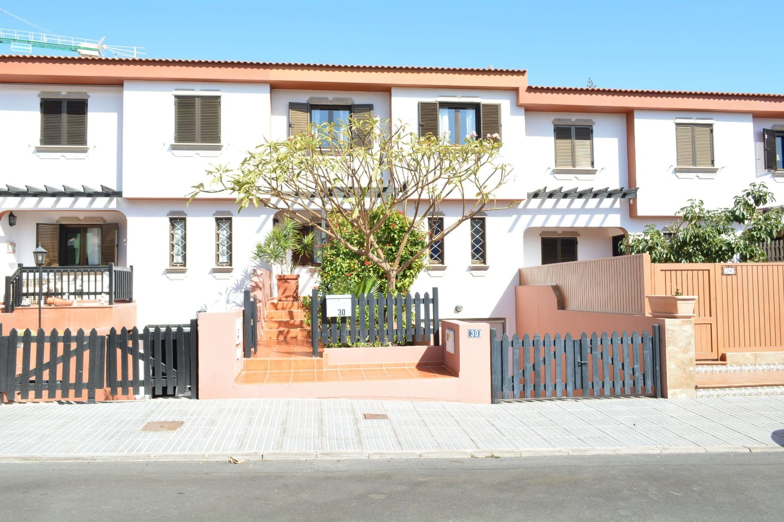 4 bedroom Terraced Villa for sale in San Fernando with garage - € 395,000 (Ref: 4964031)